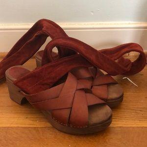 Free people Tan Clog/ sandal open toe shoe
